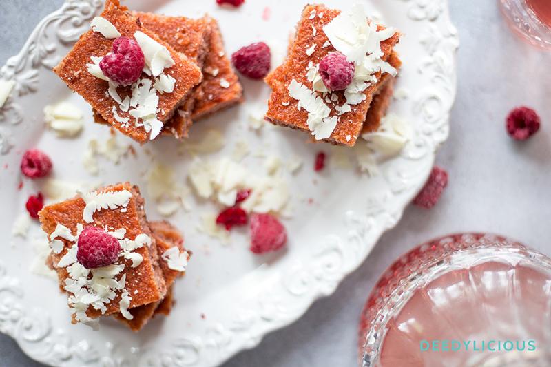 Pinkies; blondies met frambozen en witte chocolade | www.deedylicious.nl