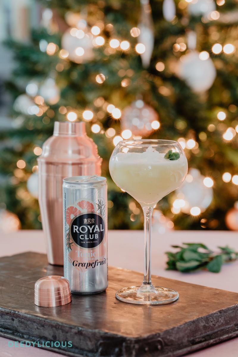 Mocktail met royal club met cocktailshaker