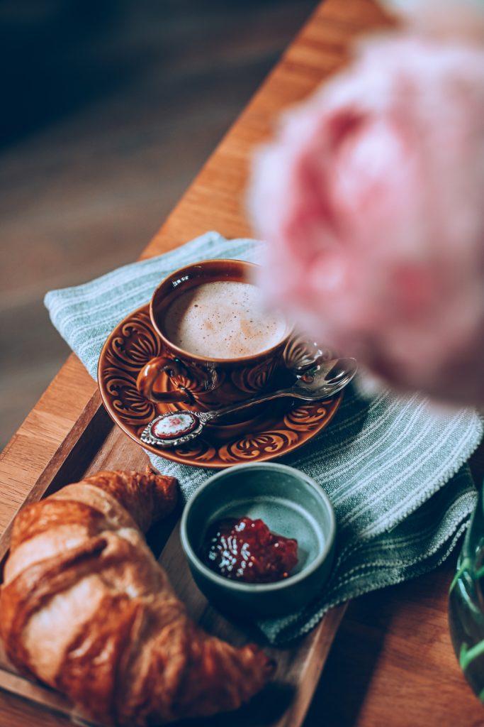 Koffiegesprek met croissant