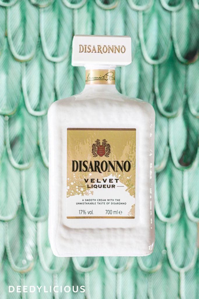 Disaronno Velvet fles met mintgroene tegels in de achtergrond | www.deedylicious.nl